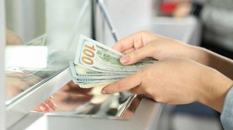 """مع تحليق الدولار… ما فائدة منصة """"sayrafa""""؟!"""