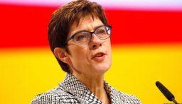 وزيرة الدفاع الالمانية: قوات الحلف الأطلسي ستنسحب من افغانستان في أيلول