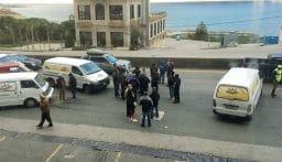 إعتصام لأصحاب فانات توزيع الخبز على أوتوستراد جونية