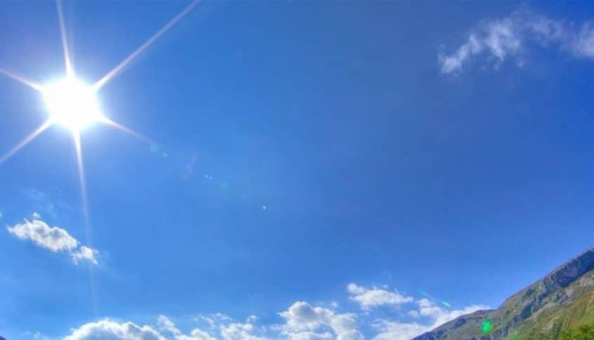 الطقس غداً قليل الغيوم مع انخفاض في درجات الحرارة