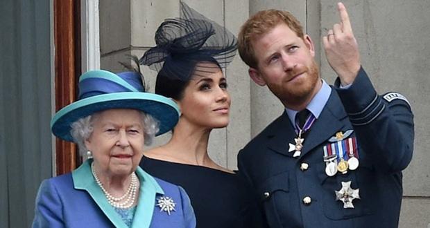 ميغان ماركل تؤازر الملكة اليزابيث في وفاة الأمير فيليب