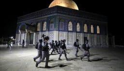 قوات العدو الإسرائيلي تعتقل 14 فلسطينياً في القدس على خلفية المواجهات في المسجد الأقصى