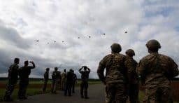 الجيش الأميركي ينفذ عملية إنزال كبيرة قرب حدود روسيا
