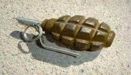 انفجار قنبلة يدوية بعامل سوري كان يجمع الحديد على جانب اوتوستراد الجية
