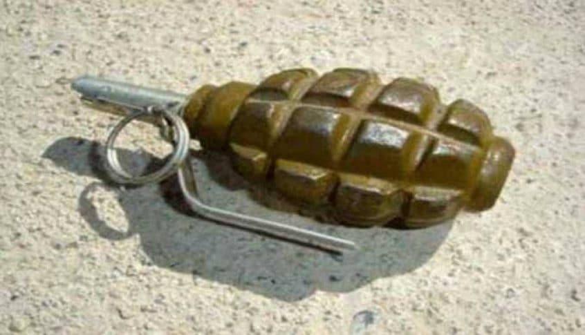 قنبلة عنقودية من مخلفات العدوان الإسرائيلي عثر عليها في حبوش