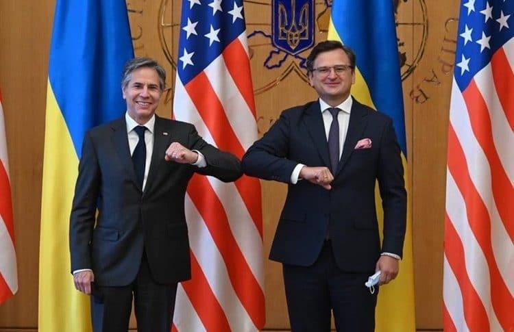"""بلينكن يدعو إلى وقف سلوك روسيا """"العدائي"""".. وكييف تطلب مساندة واشنطن"""