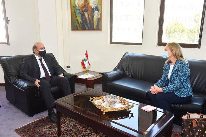 وهبه عرض مع سفيرة كندا العلاقات الثنائية بين البلدين