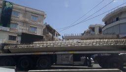 سقوط عمودين اسمنتيين في ساحة حلبا