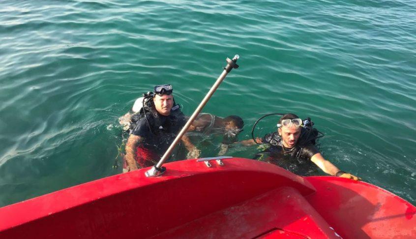 وحدة الانقاذ البحري تعمل على إنقاذ 17 شابا على يخت مقابل شاطئ صيدا