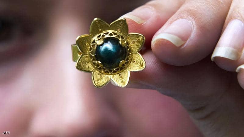 بعد 46 عاماً عثرت على خاتمها المفقود!