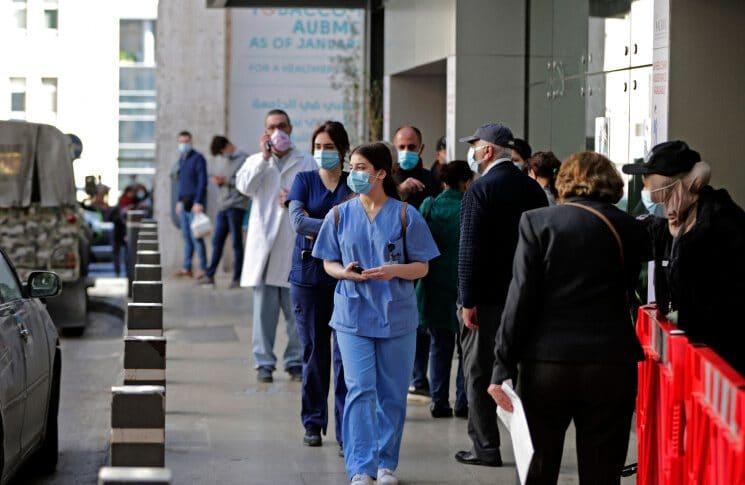 المستشفيات تختار مرضاها.. والمختبرات تفضّل الاقفال (إيفا أبي حيدر – الجمهورية)