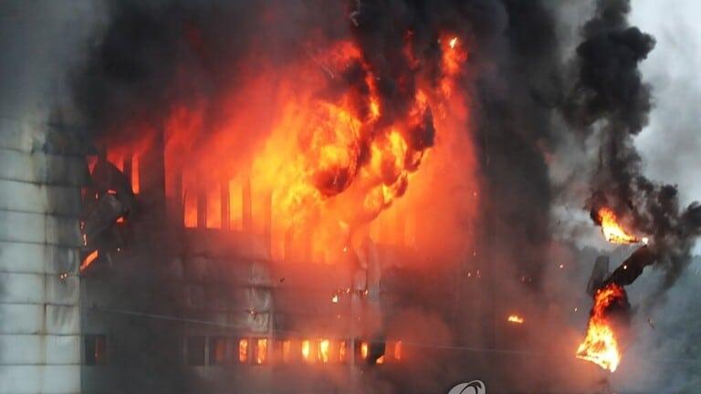 """كوريا الجنوبية.. حريق شركة """"كوبانغ"""" لا يزال مشتعلًا لليوم الثاني"""