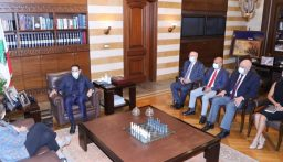 الحريري عرض مع السفيرة الأميركية آخر المستجدات