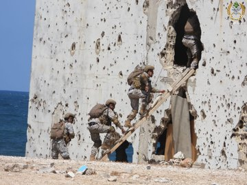 حفل تخريج وتوزيع شهادات على عناصر من مختلف قطع الجيش