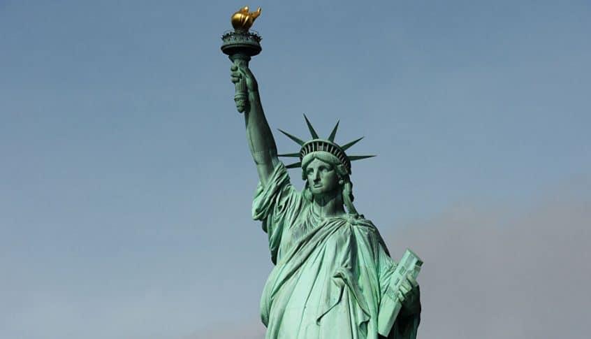 """بالفيديو: فرنسا ترسل تمثال الحرية الثاني """"الأخت الصغيرة"""" إلى أميركا"""