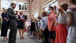 بالفيديو- طفل فرنسي يسأل ماكرون: هل أنت بخير بعد الصفعة؟