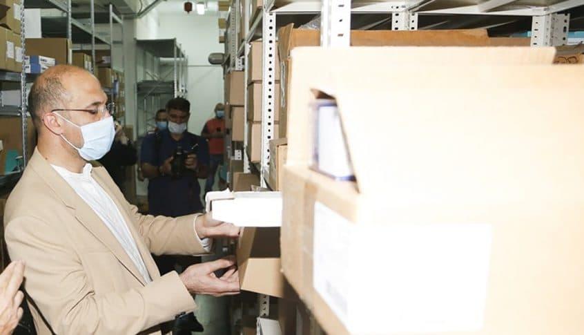 """حمد حسن لصاحب مستودع أدوية: """"بتربح ألف بالمية وعم تعطي دروس بالعفة.. هيدي سرقة""""!"""