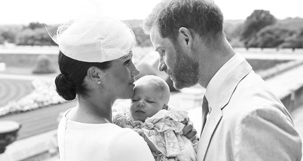 """كيف قدم الأمير هاري وميغان ماركل طفلتهما """"ليليبت ديانا"""" إلى الملكة إليزابيث؟"""