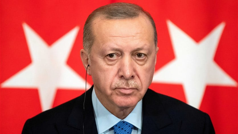 أردوغان أبلغ الرئيس التونسي بأهمية استمرار عمل البرلمان للمنطقة