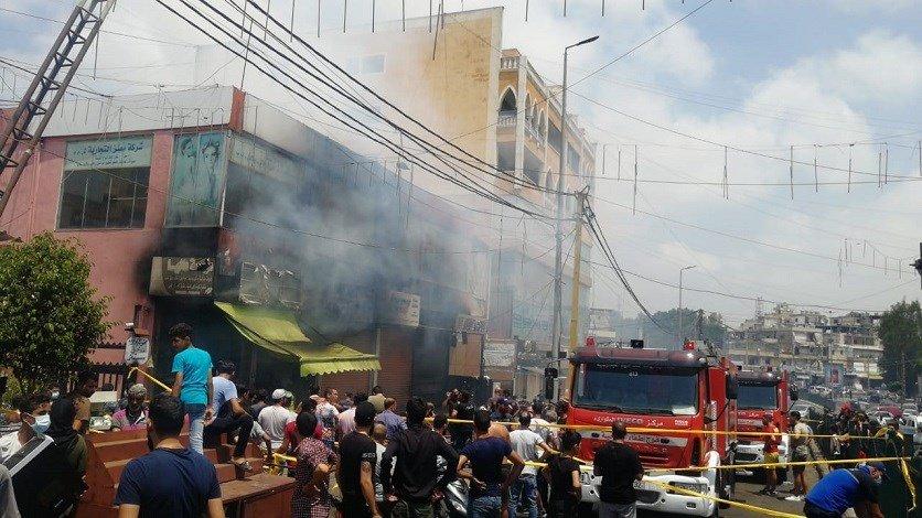 فوج اطفاء الضاحية يعمل على اهماد حريق في منطقة بئر حسن