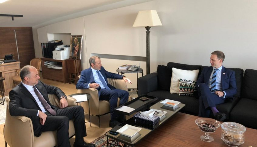 باسيل استقبل سفير بريطانيا بحضور بو صعب: لملاحقة المتورطين في الفساد بلبنان