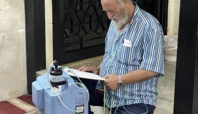 لجأ إلى المسجد لتشغيل آلة الاوكسجين! (صورة)