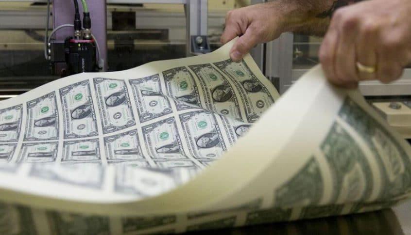 الدولار قرب أقل مستوى في شهر