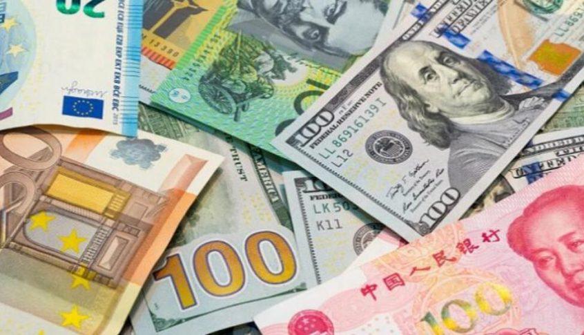 الدولار يتراجع إلى أدنى مستوى في 9 أيام مقابل العملات العالمية