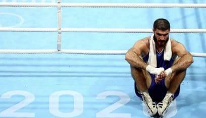 اولمبياد طوكيو.. ملاكم فرنسي يخسر ويرفض الخروج من الحلبة!