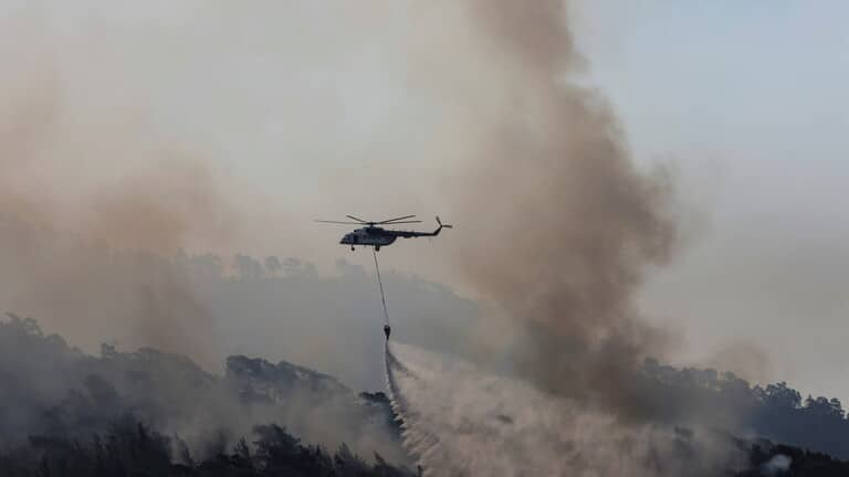 وصول فريق طوارئ قطري إلى تركيا للمشاركة في إهماد الحرائق