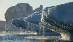 غرينلاند تفقد جليداً في يوم واحد يكفي لتغطية فلوريدا في بوصتين من الماء!
