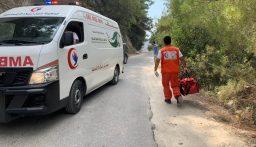 اصابة شخصين بإنقلاب حافلة للركاب على طريق عيون السمك