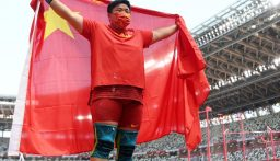 الصينية جونغ لي جياو تحرز الذهبية