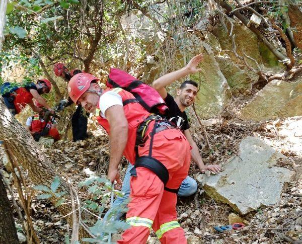 الإنقاذ الجبلي انقذ ستة شبان علقوا في واد بجرود الضنية