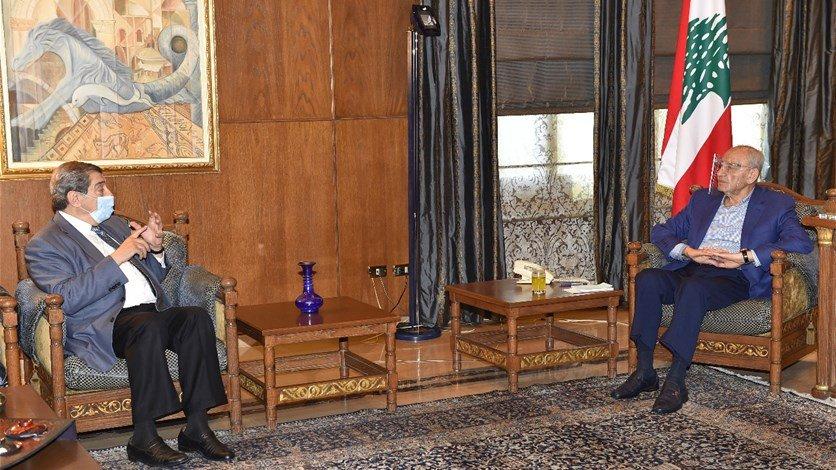 بري التقى الفرزلي والمشنوق وكلاس وعرض للاوضاع العامة وتلقى برقيتي تهنئة بتشكيل الحكومة من عباس وهنية