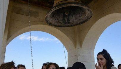 الجرس يُقرع للمرة الاولى في كنيسة بالموصل بعد سبع سنوات من سيطرة التكفيريين
