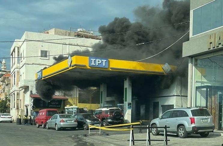 حريق كبير في محطة وقود في حارة صيدا سببه احتكاك كهربائي
