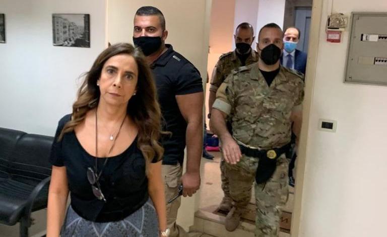 بالصور: عكر تخلع أبواب وزارة الخارجية!