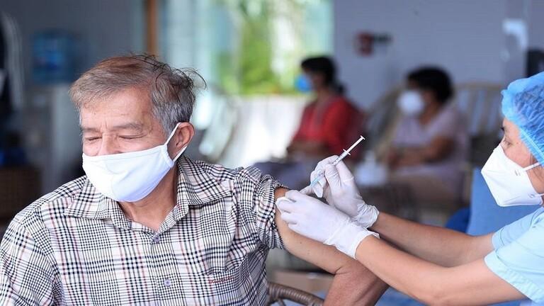 الصحة العالمية: للتخلي عن إعادة التطعيم ضد كورونا