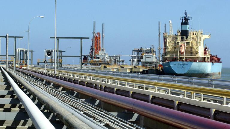 بدء تفريغ شحنة مكثفات نفطية إيرانية في فنزويلا