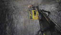 انهيار رافعة منجم في كندا يؤدي إلى حصار 39 عاملاً