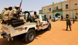 السودان.. الجيش يفرض إجراءات أمنية مشددة في محيط سجن البشير