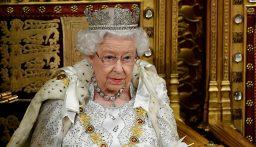"""ملكة بريطانيا ترفض تسلم جائزة """"Oldie of The Year"""""""