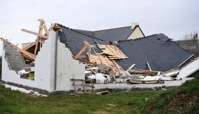 فرنسا.. عاصفة قوية تؤدي إلى انقطاع الكهرباء عن 250 ألف منزل