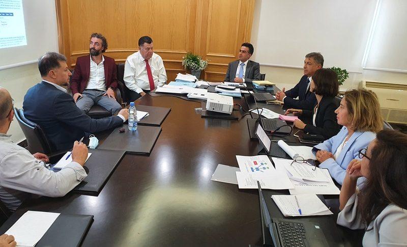 حميه عرض مع الوفد التقني للبنك الدولي إعادة إعمار مرفأ بيروت