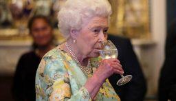 الملكة تتخلى عن تعاطي الكحول